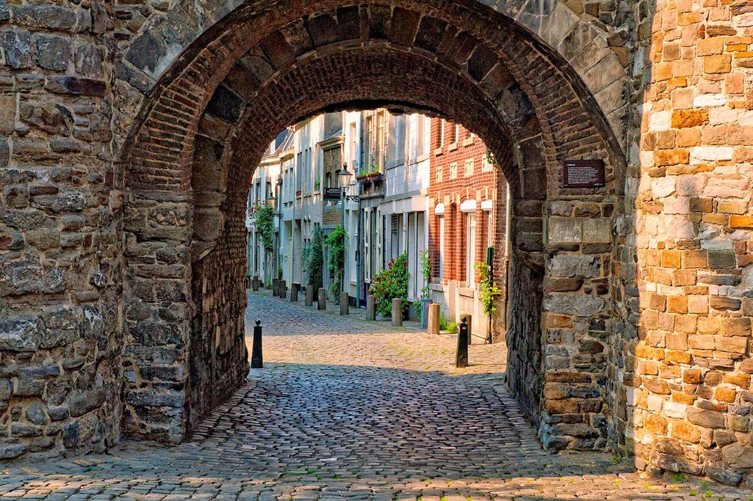 Maastricht in olanda cosa vedere nella citt del trattato - La vecchia porta ...