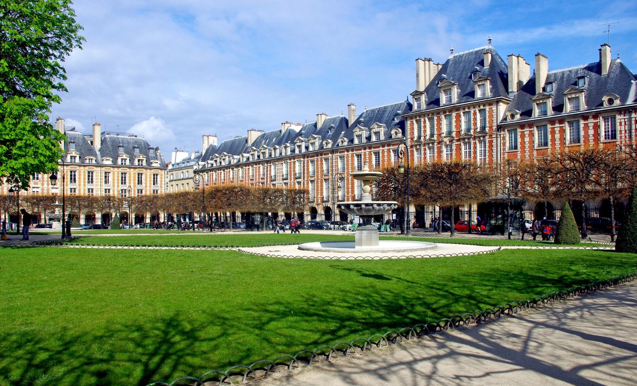 Il marais di parigi da place des vosges al p re lachaise - Comptoir des cotonniers place des vosges ...