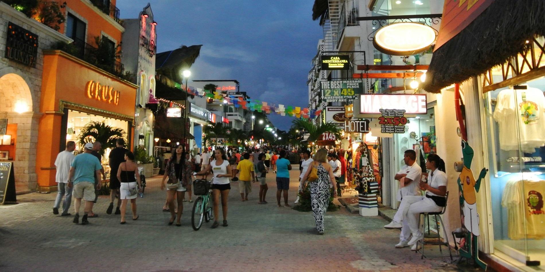 Vita Notturna Ristoranti E Shopping A Playa Del Carmen