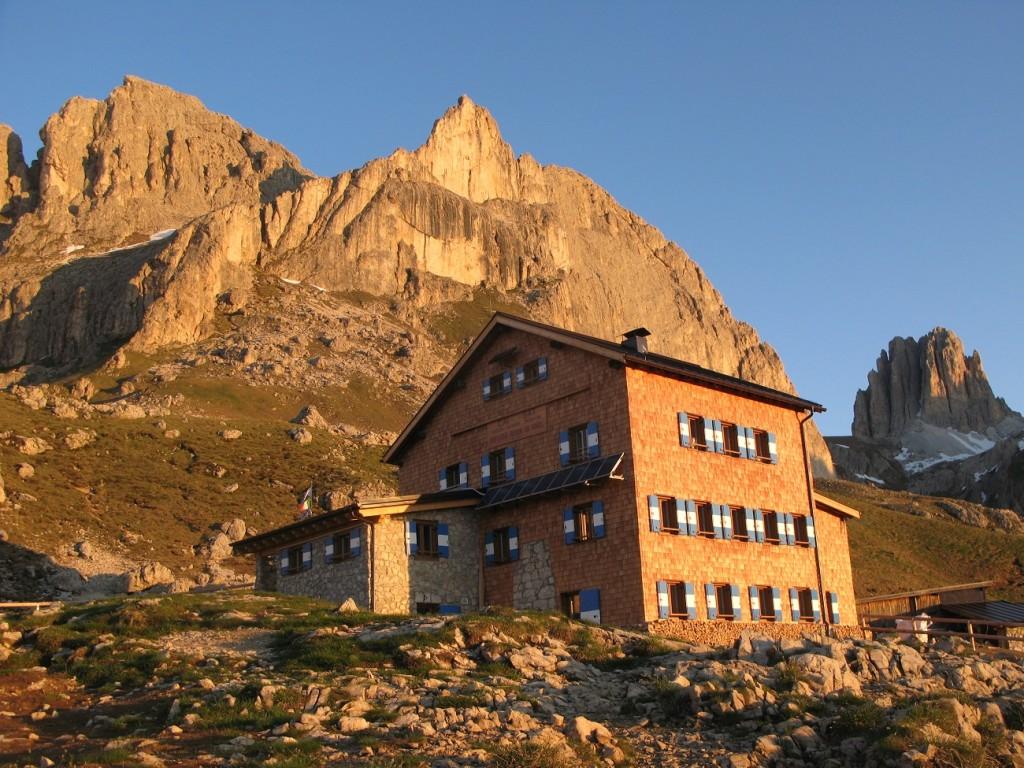 Guida ai riffugi più belli delle Alpi Rifugio_Roda_di_Vael