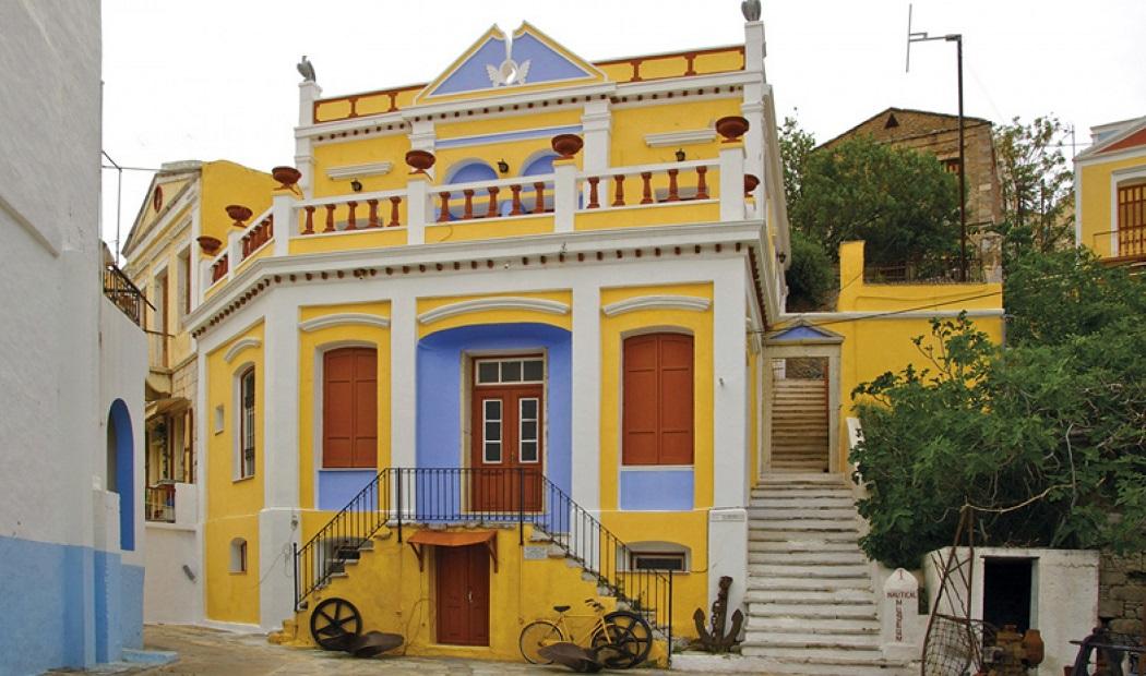 Le cose da vedere a symi le case neoclassiche colorate for Case neoclassiche