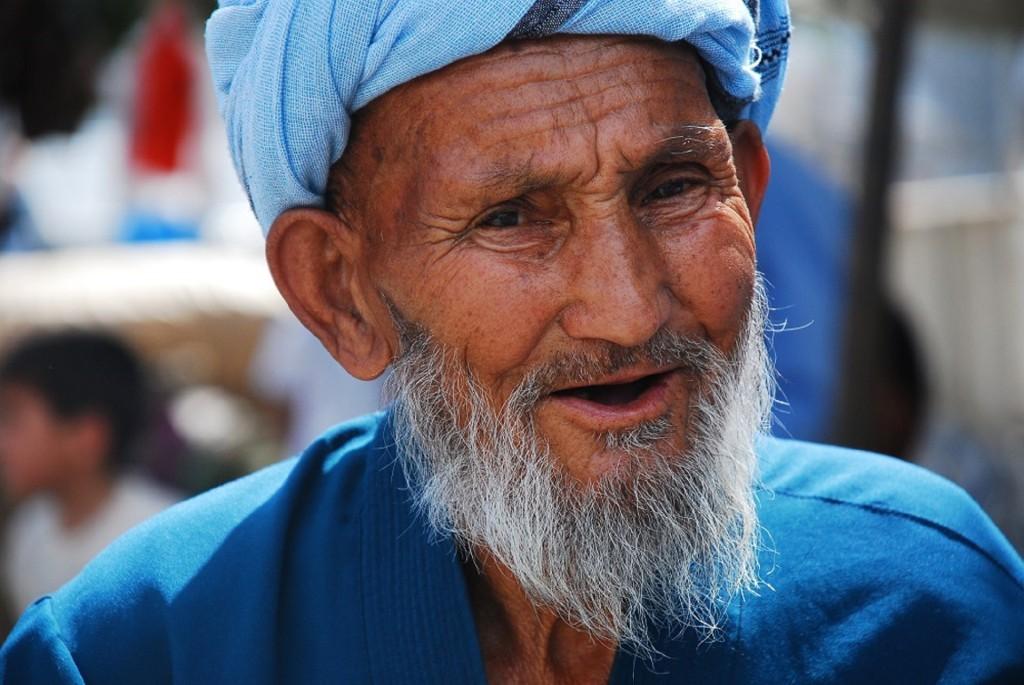 Viaggio in Uzbekistan, uomo per le strade di Samarcanda