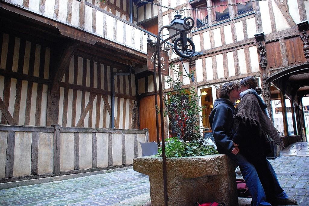 Viaggio in Champagne, Vicolo di Troyes