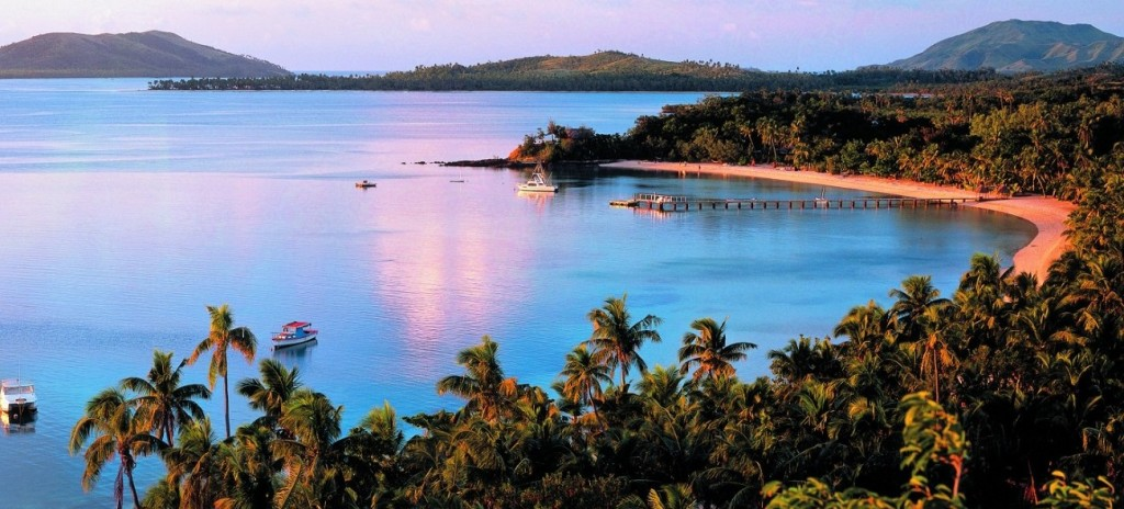 guida delle isole Fiji nell'oceano Pacifico - tramonto sul mare