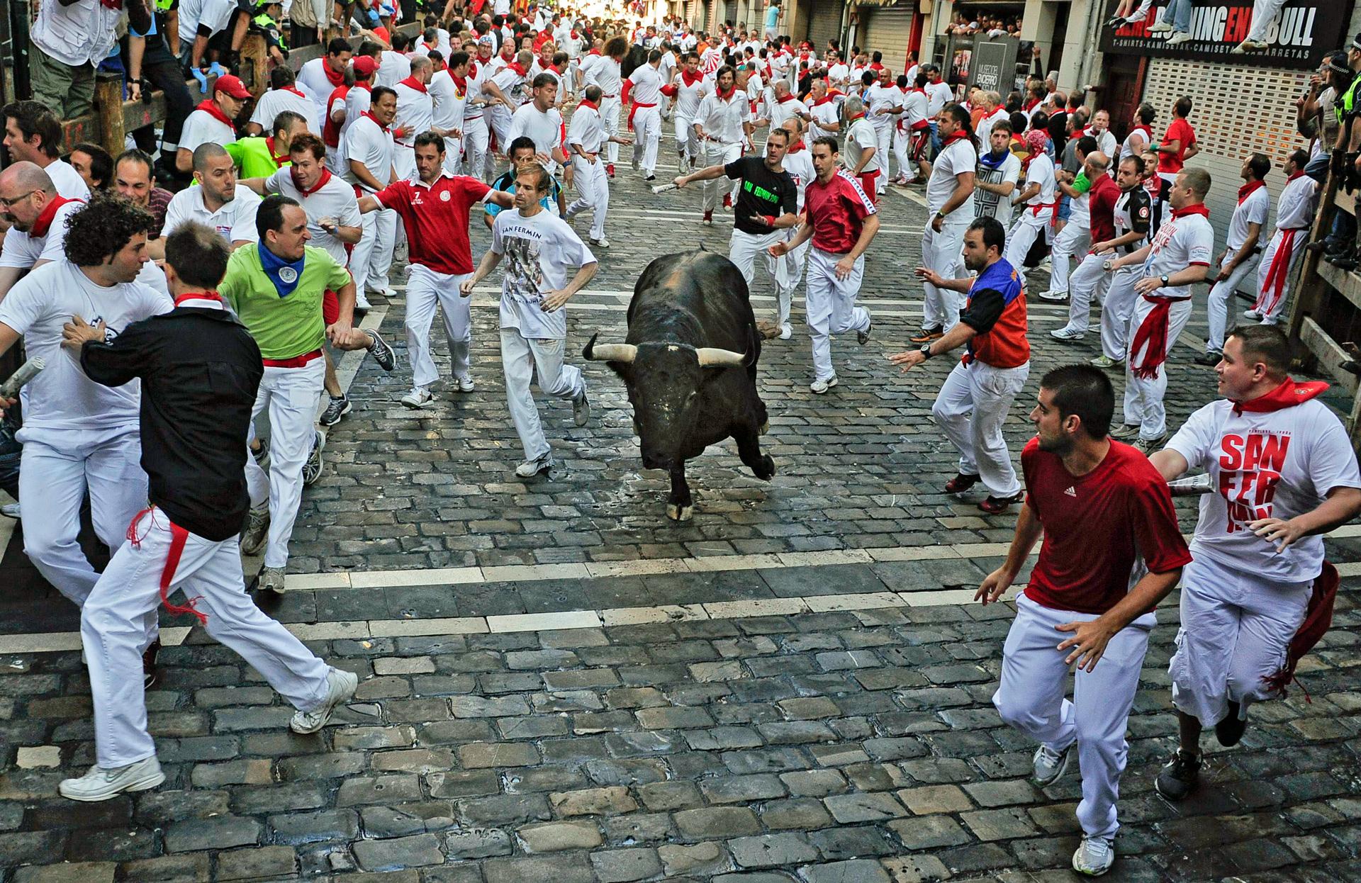 la corsa dei tori a Pamplona
